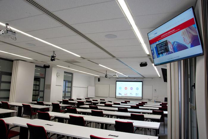 Universidad Pompeu Fabra transforma sus aulas en un espacio híbrido
